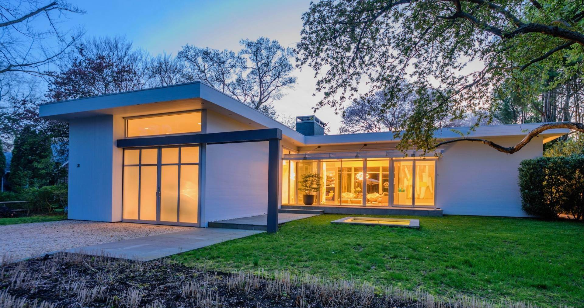 24. Single Family Home at Exquisitely Designed Modern East Hampton, NY 11937