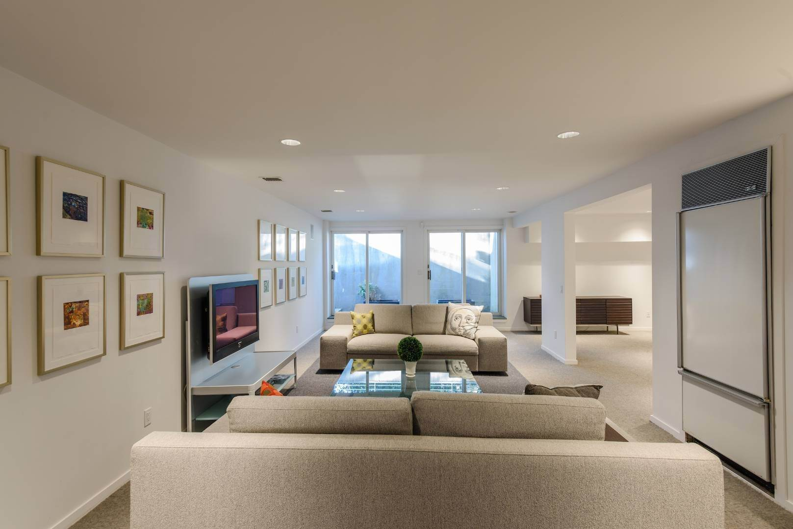 18. Single Family Home at Exquisitely Designed Modern East Hampton, NY 11937