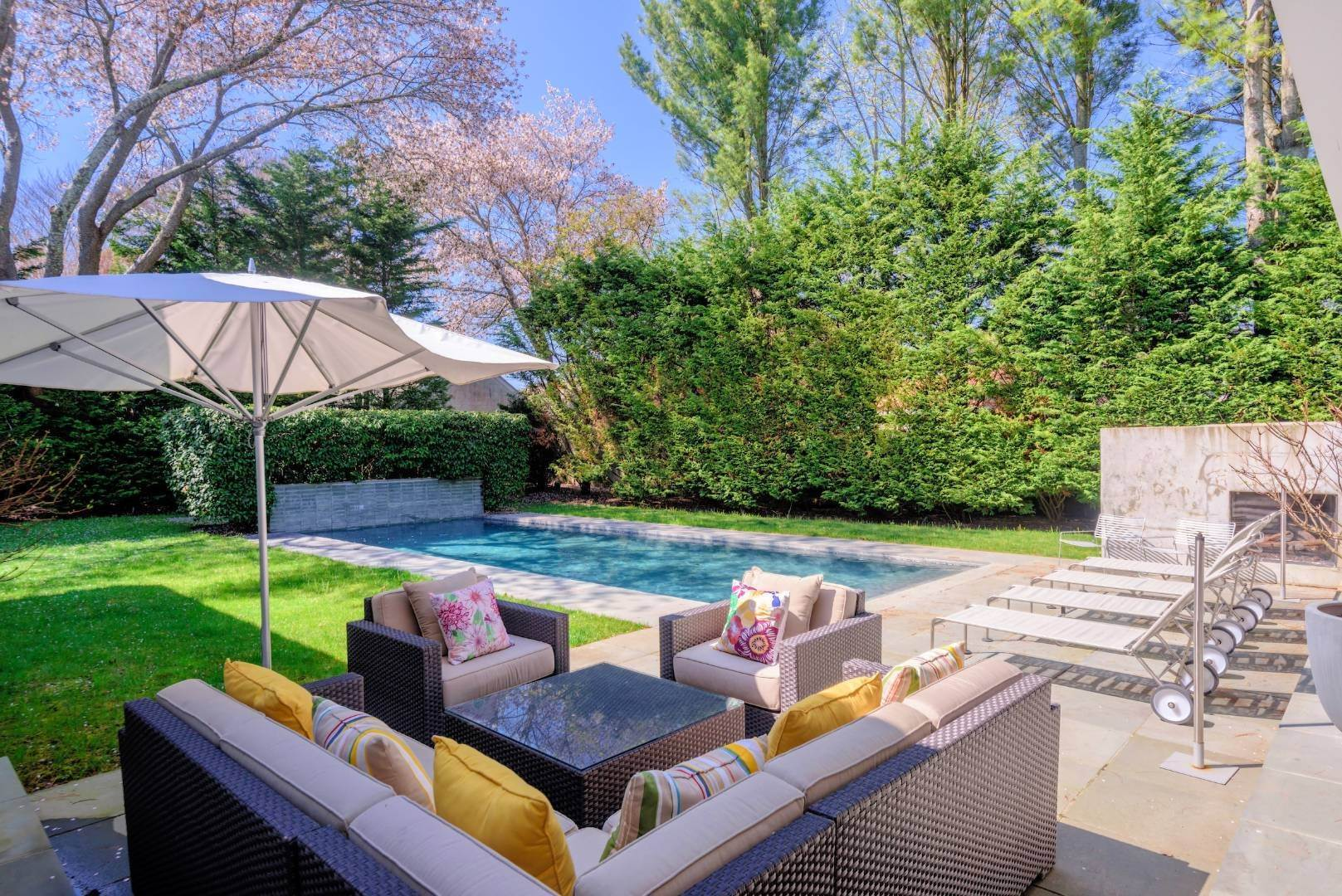 14. Single Family Home at Exquisitely Designed Modern East Hampton, NY 11937