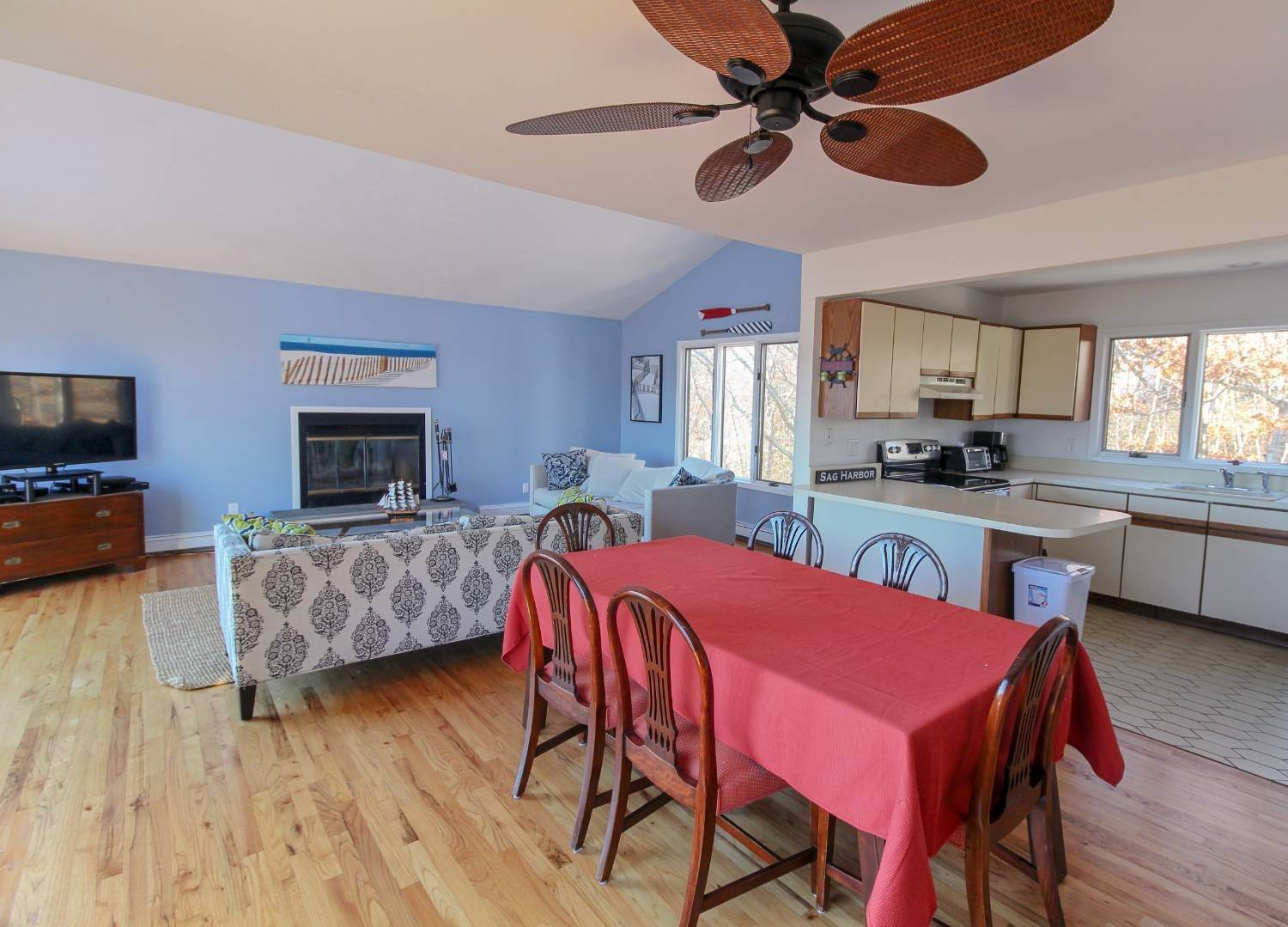 8. Single Family Home at Sag Harbor 4 Bedroom Close To Long Beach! Sag Harbor, NY 11963