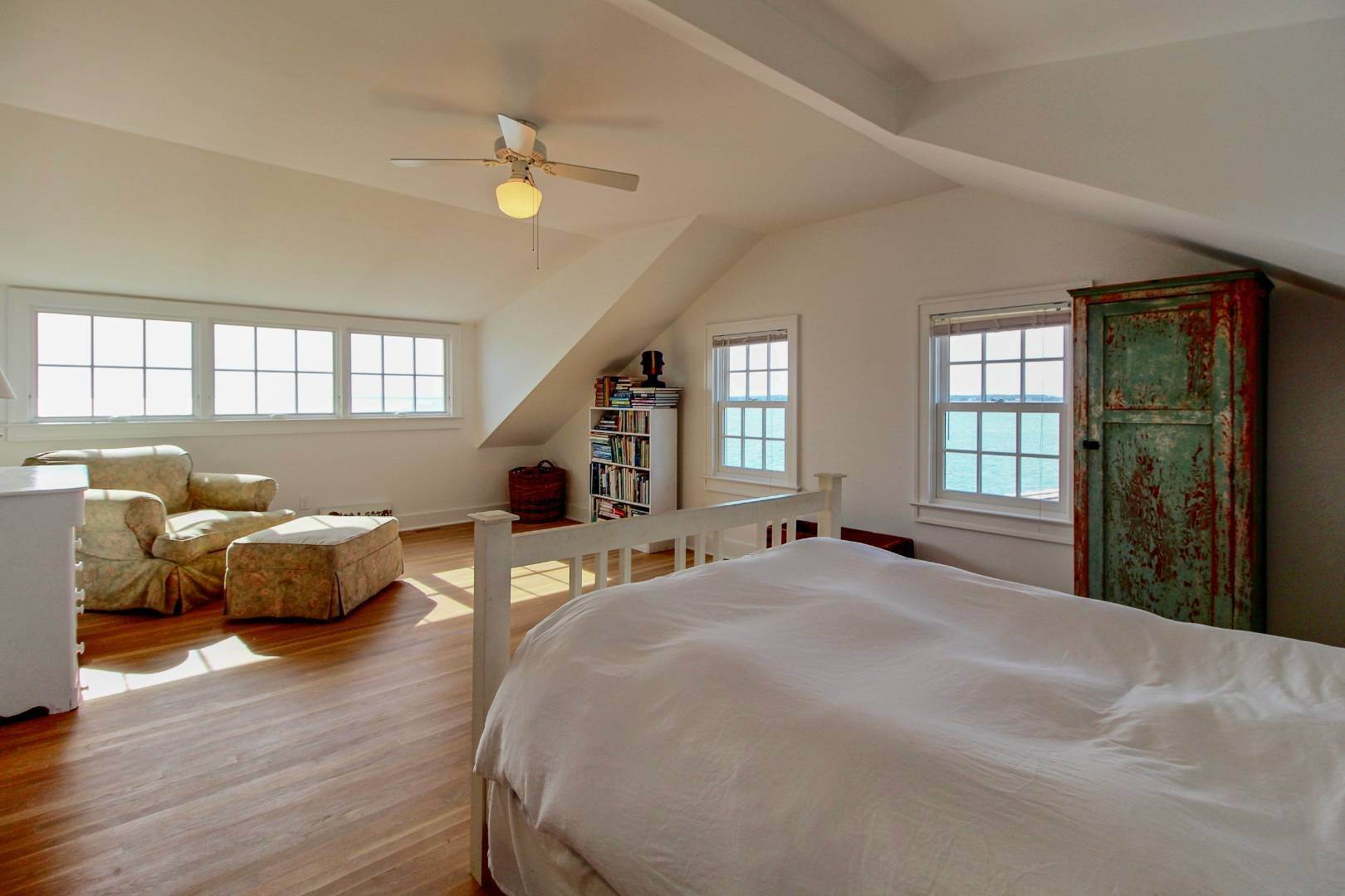 22. Single Family Home at Shelter Island Perfect Silver Beach Cottage Shelter Island Heights, NY 11964