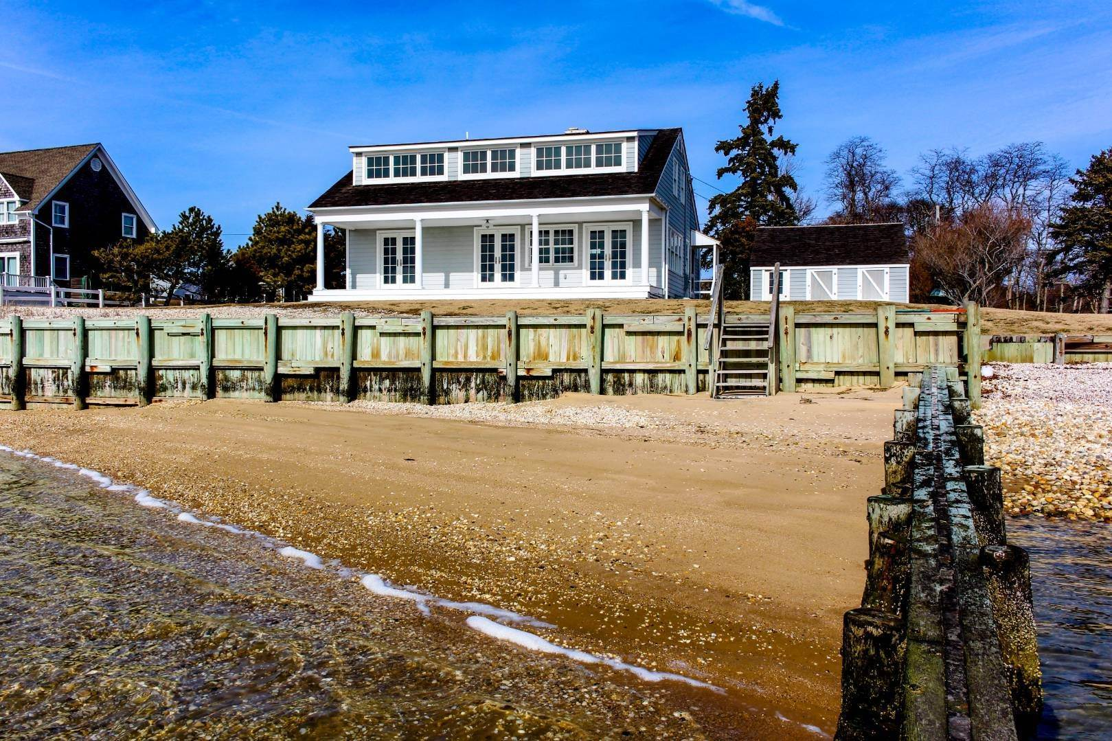 2. Single Family Home at Shelter Island Perfect Silver Beach Cottage Shelter Island Heights, NY 11964