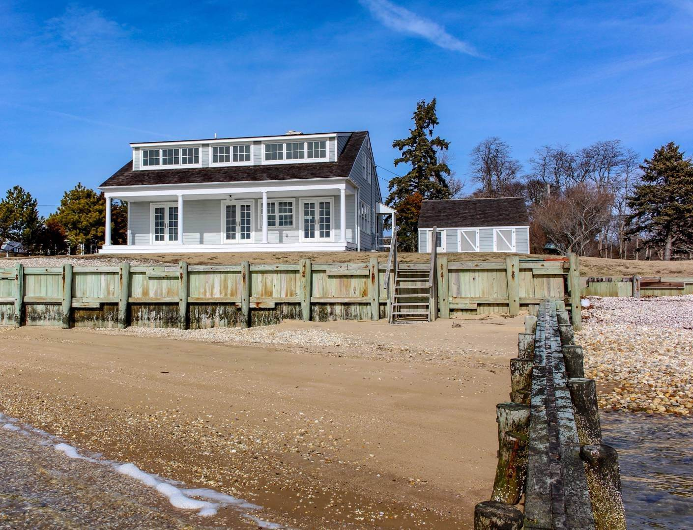 23. Single Family Home at Shelter Island Perfect Silver Beach Cottage Shelter Island Heights, NY 11964