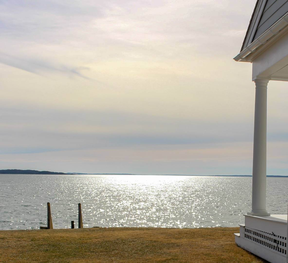 26. Single Family Home at Shelter Island Perfect Silver Beach Cottage Shelter Island Heights, NY 11964