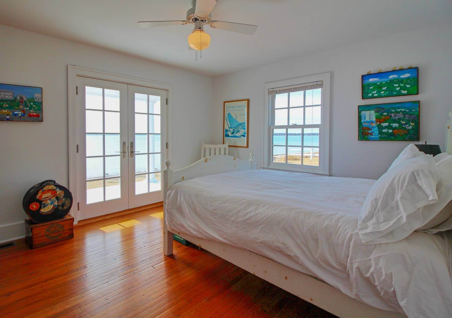 12. Single Family Home at Shelter Island Perfect Silver Beach Cottage Shelter Island Heights, NY 11964