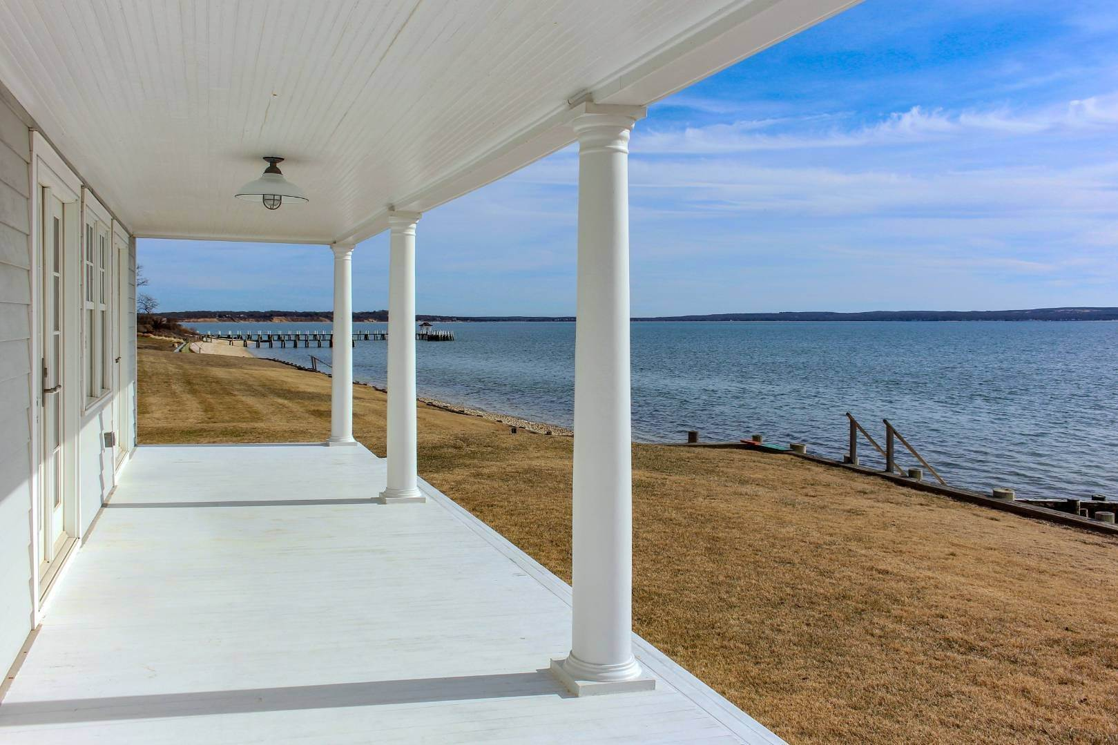 24. Single Family Home at Shelter Island Perfect Silver Beach Cottage Shelter Island Heights, NY 11964