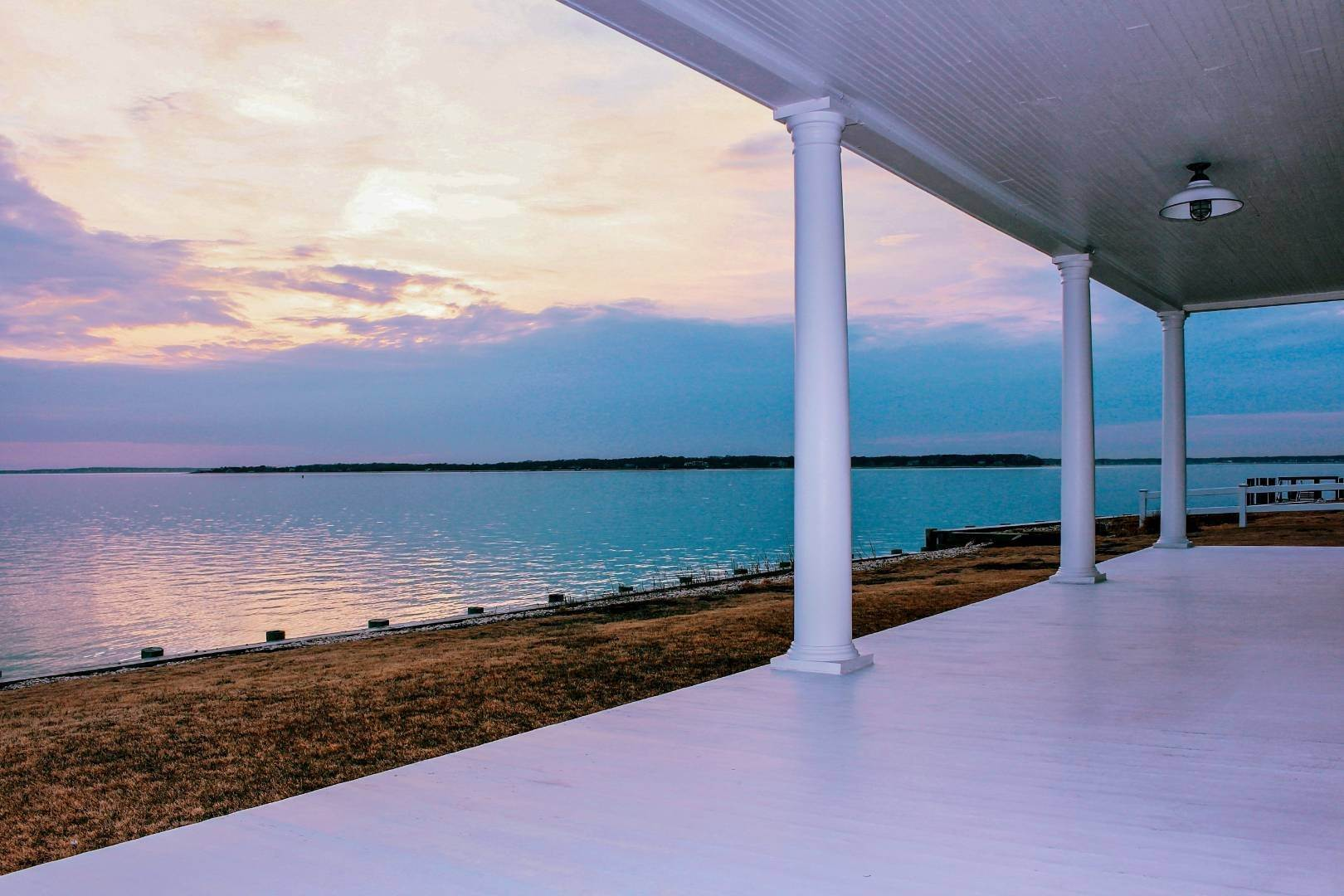Single Family Home at Shelter Island Perfect Silver Beach Cottage Shelter Island Heights, NY 11964