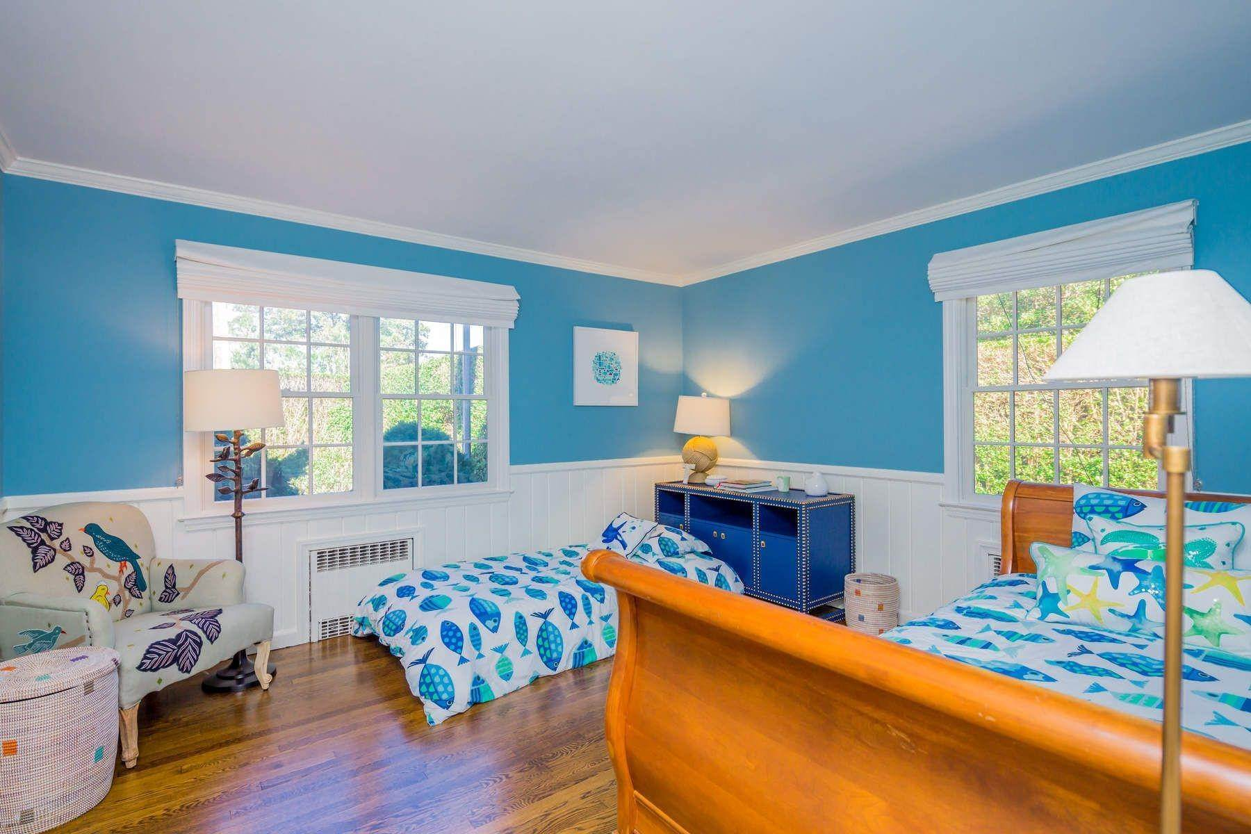 12. Single Family Home at Southampton Village Close To All 124 Burnett St, Southampton, NY 11968