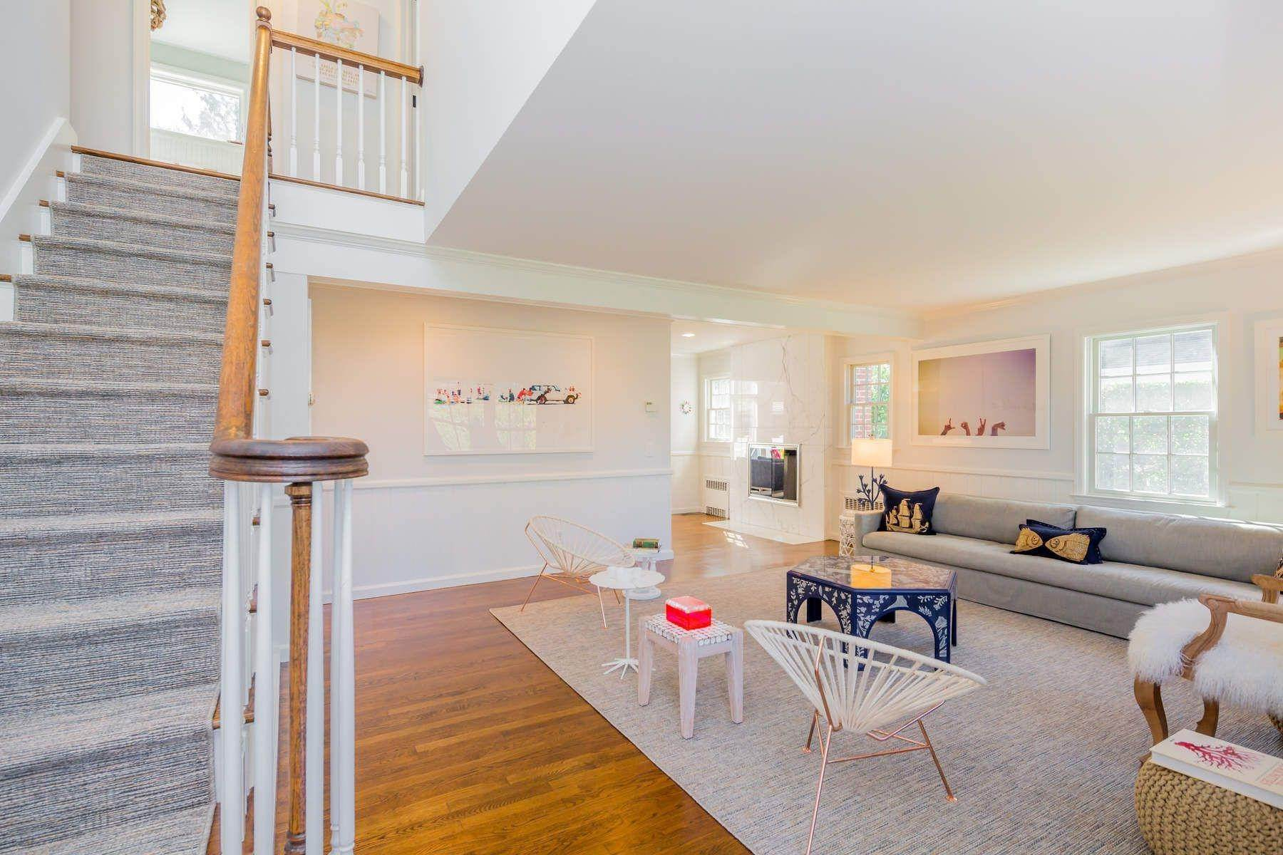 4. Single Family Home at Southampton Village Close To All 124 Burnett St, Southampton, NY 11968