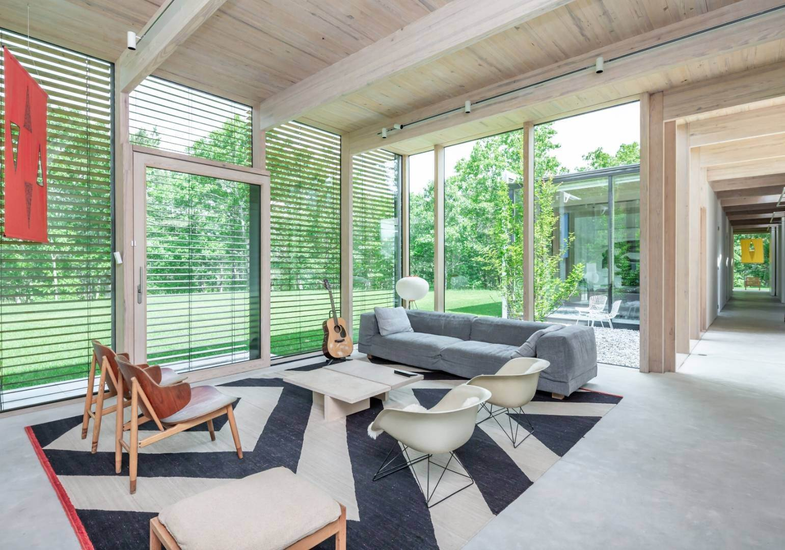 4. Single Family Home at Modern Glass House With Grace, Style And Warmth 184 Red Dirt Road, East Hampton, NY 11937