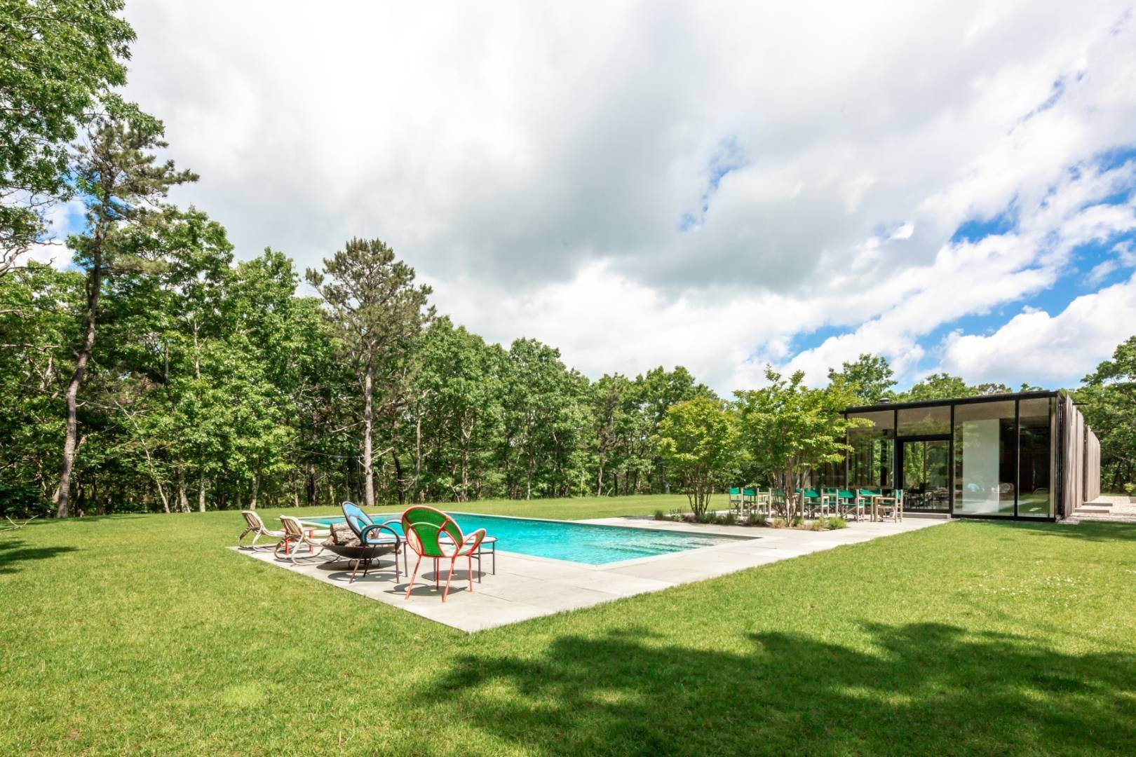 21. Single Family Home at Modern Glass House With Grace, Style And Warmth 184 Red Dirt Road, East Hampton, NY 11937