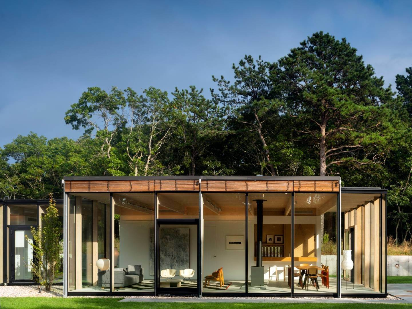 22. Single Family Home at Modern Glass House With Grace, Style And Warmth 184 Red Dirt Road, East Hampton, NY 11937