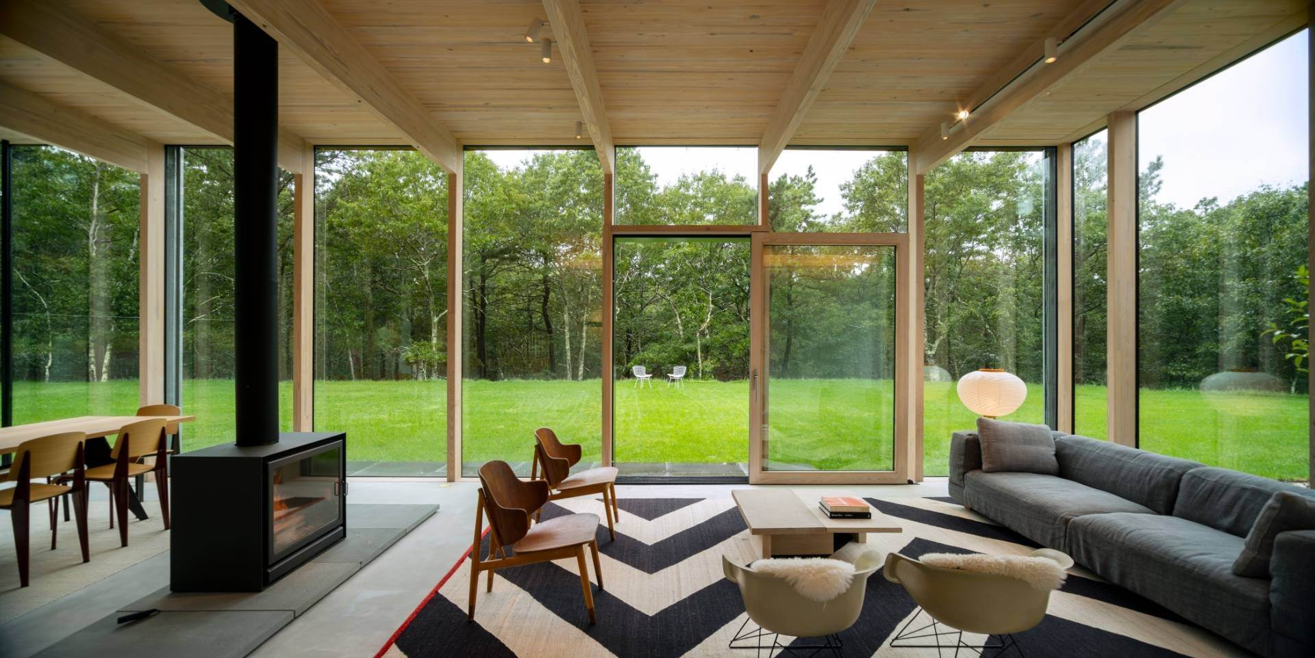 9. Single Family Home at Modern Glass House With Grace, Style And Warmth 184 Red Dirt Road, East Hampton, NY 11937