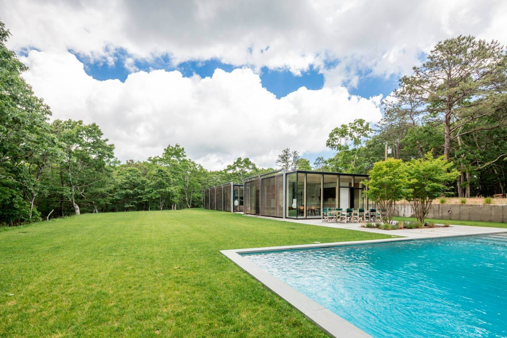 19. Single Family Home at Modern Glass House With Grace, Style And Warmth 184 Red Dirt Road, East Hampton, NY 11937