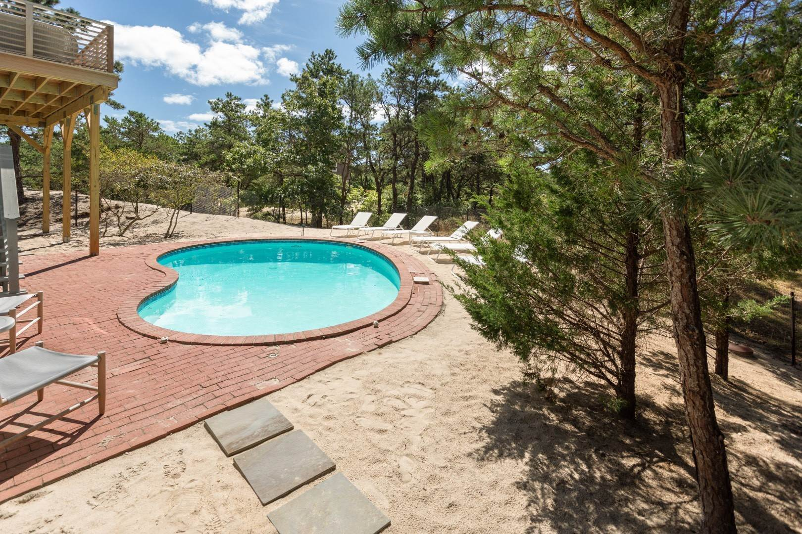 20. Single Family Home at Dunes Beach House With Pool Close To Ocean Napeague, NY 11930