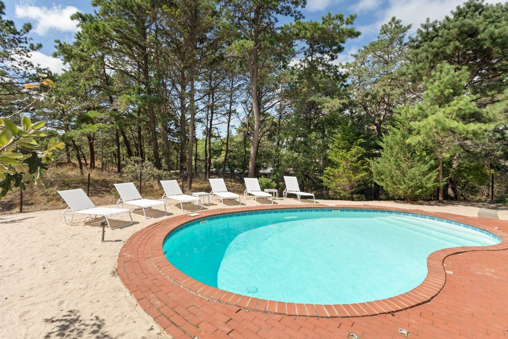 22. Single Family Home at Dunes Beach House With Pool Close To Ocean Napeague, NY 11930