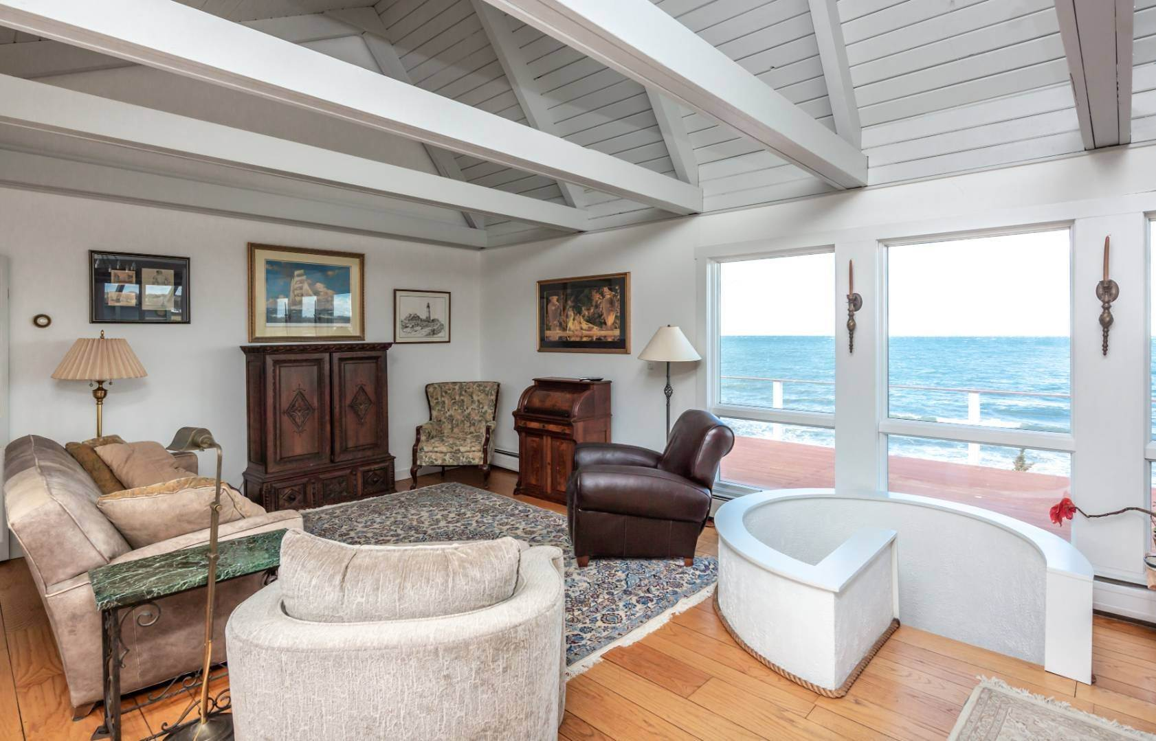 5. Single Family Home at Waterfront On Fort Pond Bay Montauk, NY 11954