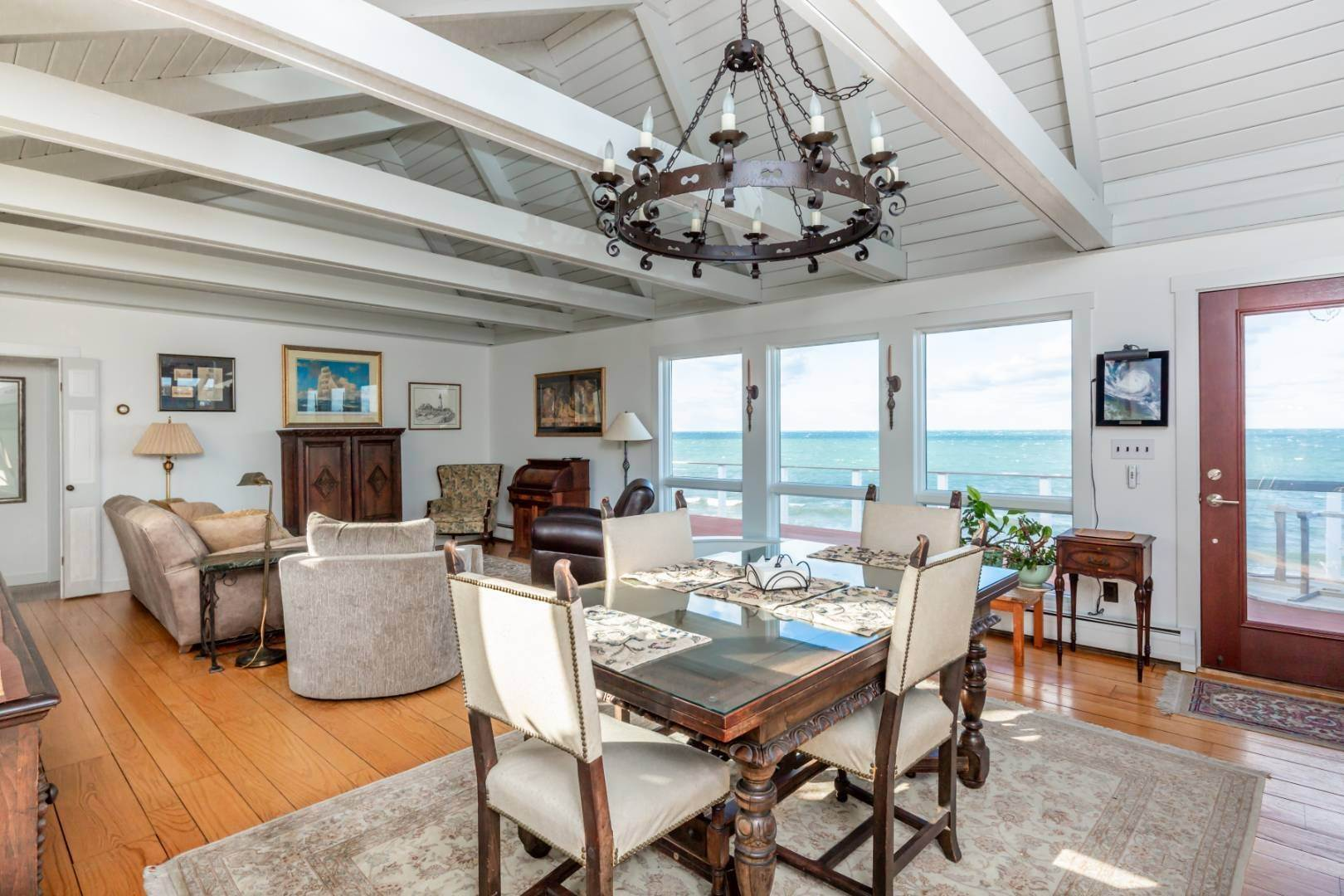2. Single Family Home at Waterfront On Fort Pond Bay Montauk, NY 11954
