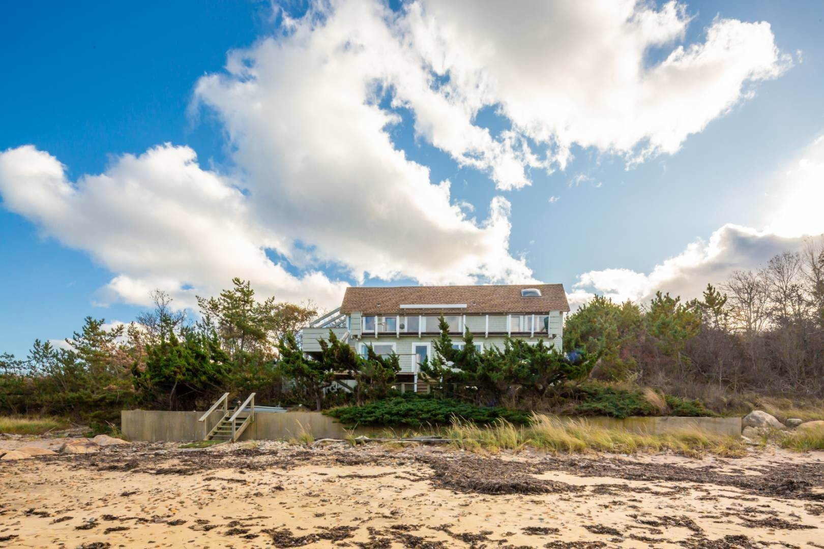 Single Family Home at Waterfront On Fort Pond Bay Montauk, NY 11954