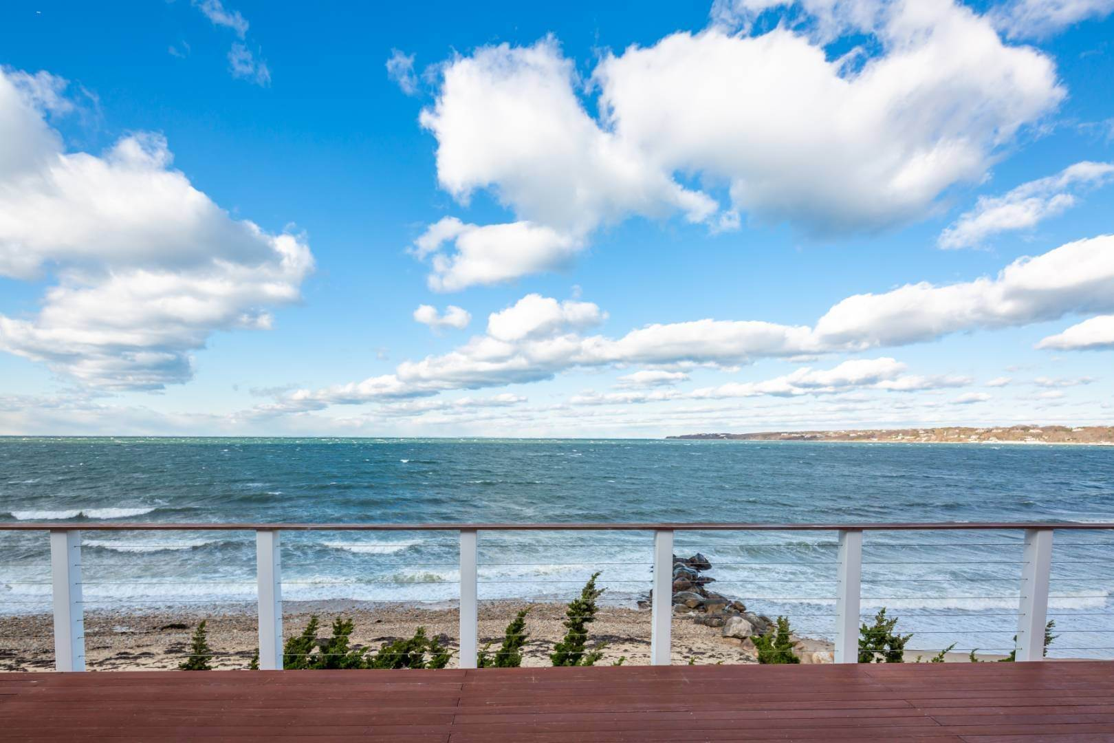 13. Single Family Home at Waterfront On Fort Pond Bay Montauk, NY 11954