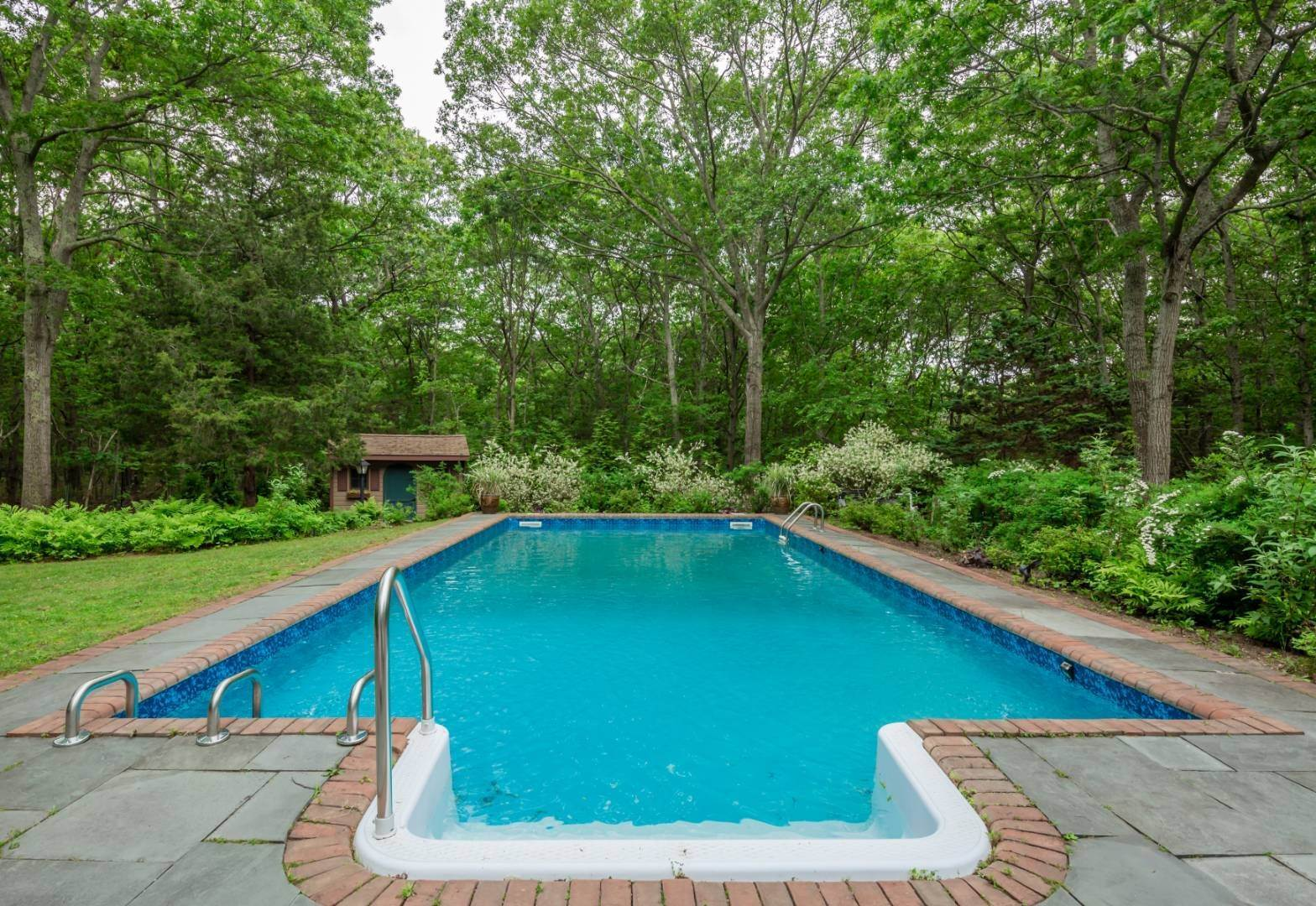19. Single Family Home at Pristine Contemporary With Heated Pool On A Private Acre East Hampton, NY 11937