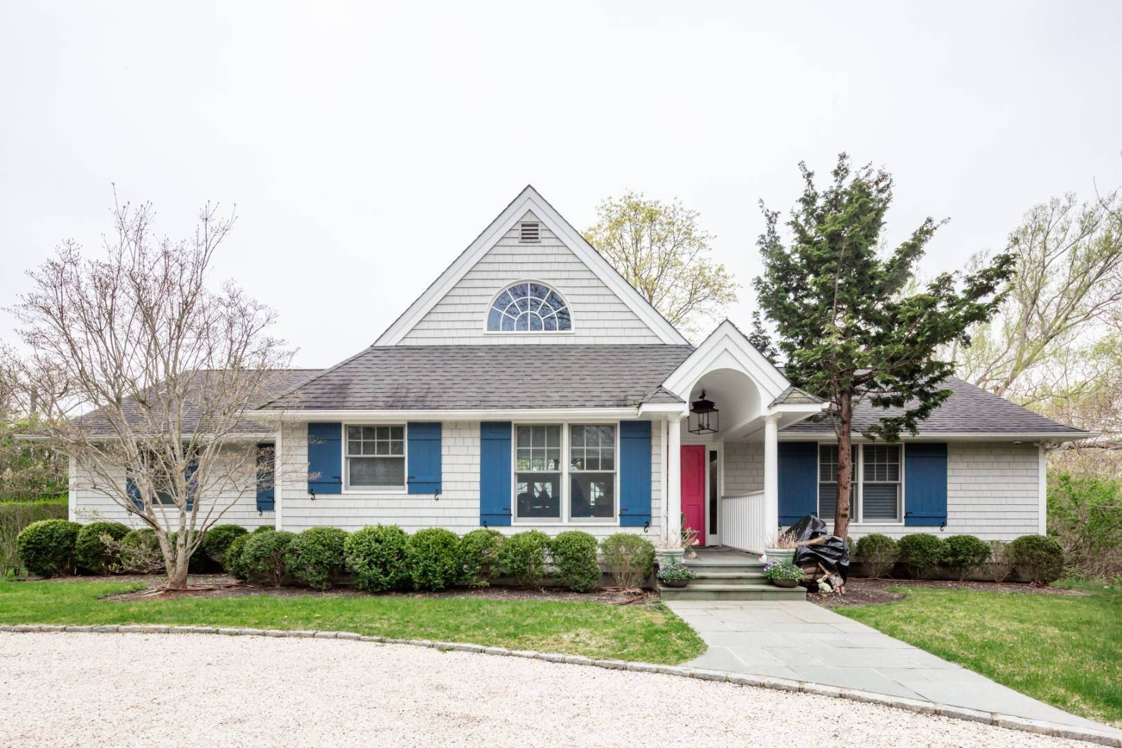 9. Single Family Home at Natural Beauty Of Heady Creek Unfolds In This 3 Bedroom Home Southampton, NY 11968