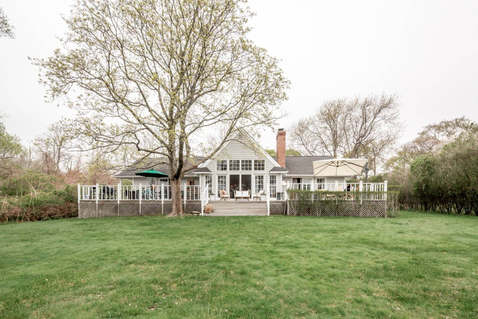 8. Single Family Home at Natural Beauty Of Heady Creek Unfolds In This 3 Bedroom Home Southampton, NY 11968