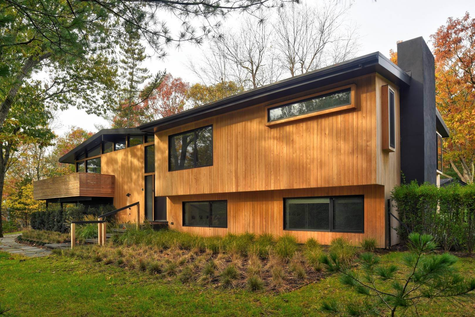 4. Single Family Home at Smart Modern Living East Hampton, NY 11937