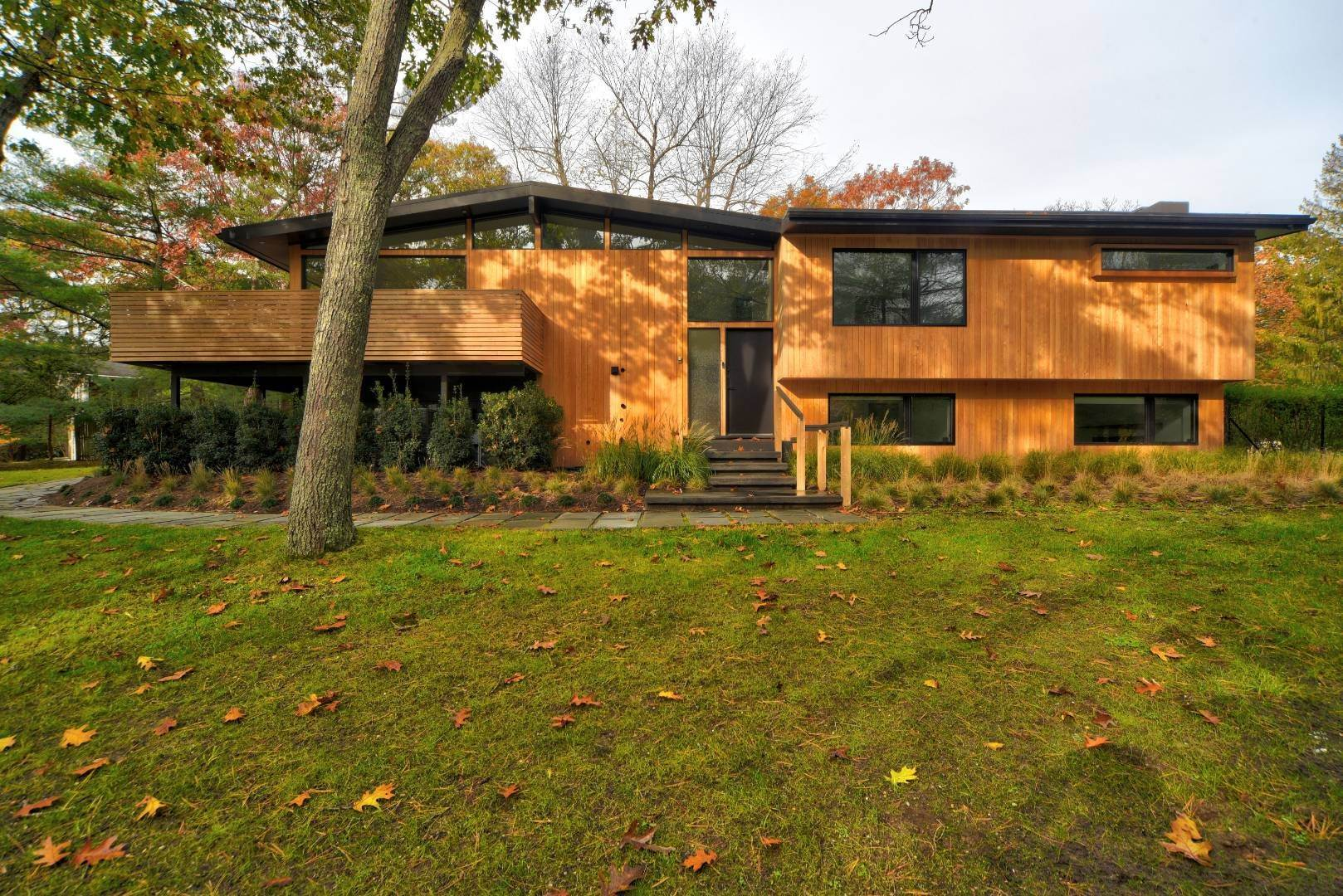 3. Single Family Home at Smart Modern Living East Hampton, NY 11937