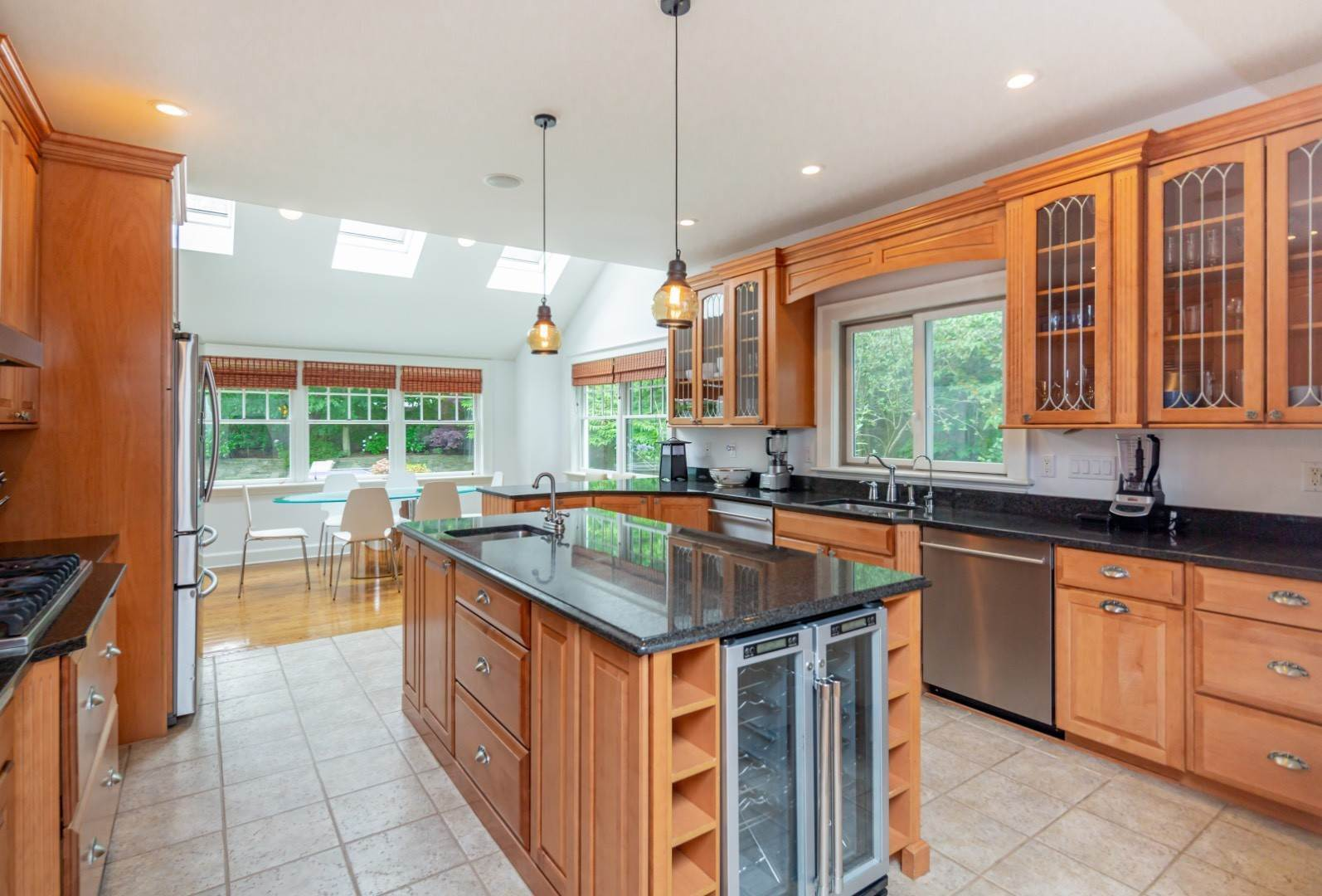 10. Single Family Home at Elegant East Hampton Traditional 3 Addie Conklin Lane, East Hampton, NY 11937
