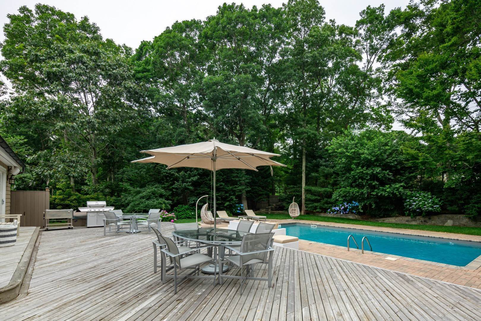 25. Single Family Home at Elegant East Hampton Traditional 3 Addie Conklin Lane, East Hampton, NY 11937