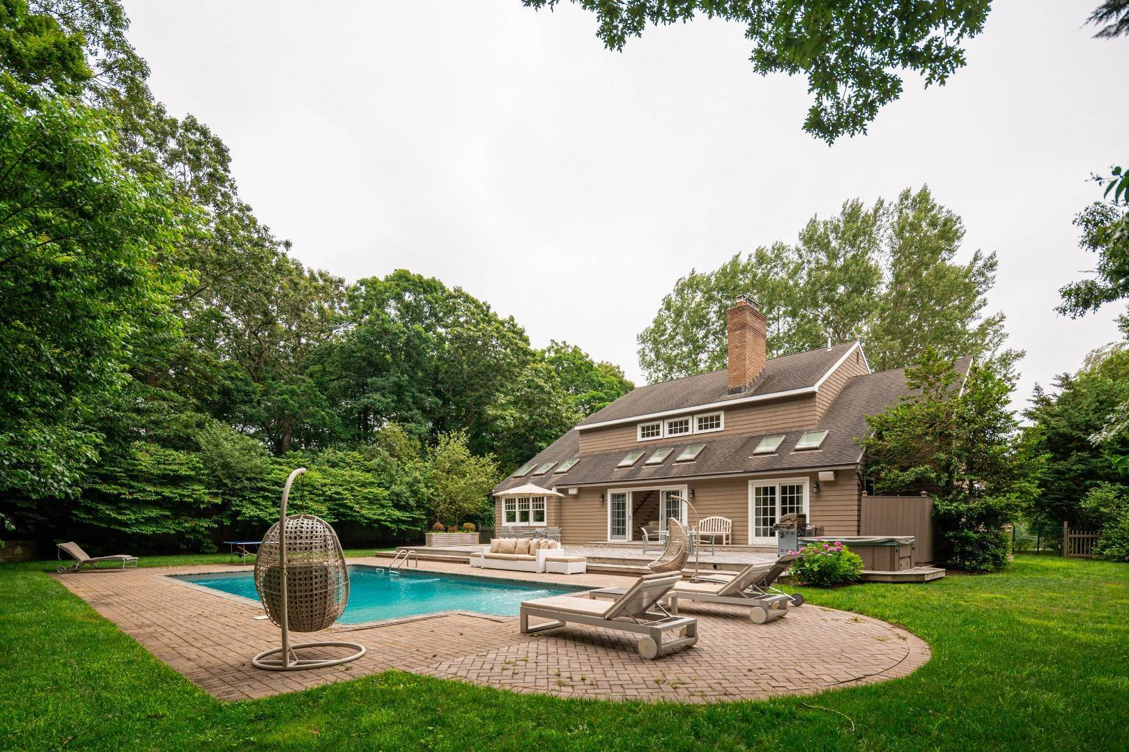 22. Single Family Home at Elegant East Hampton Traditional 3 Addie Conklin Lane, East Hampton, NY 11937