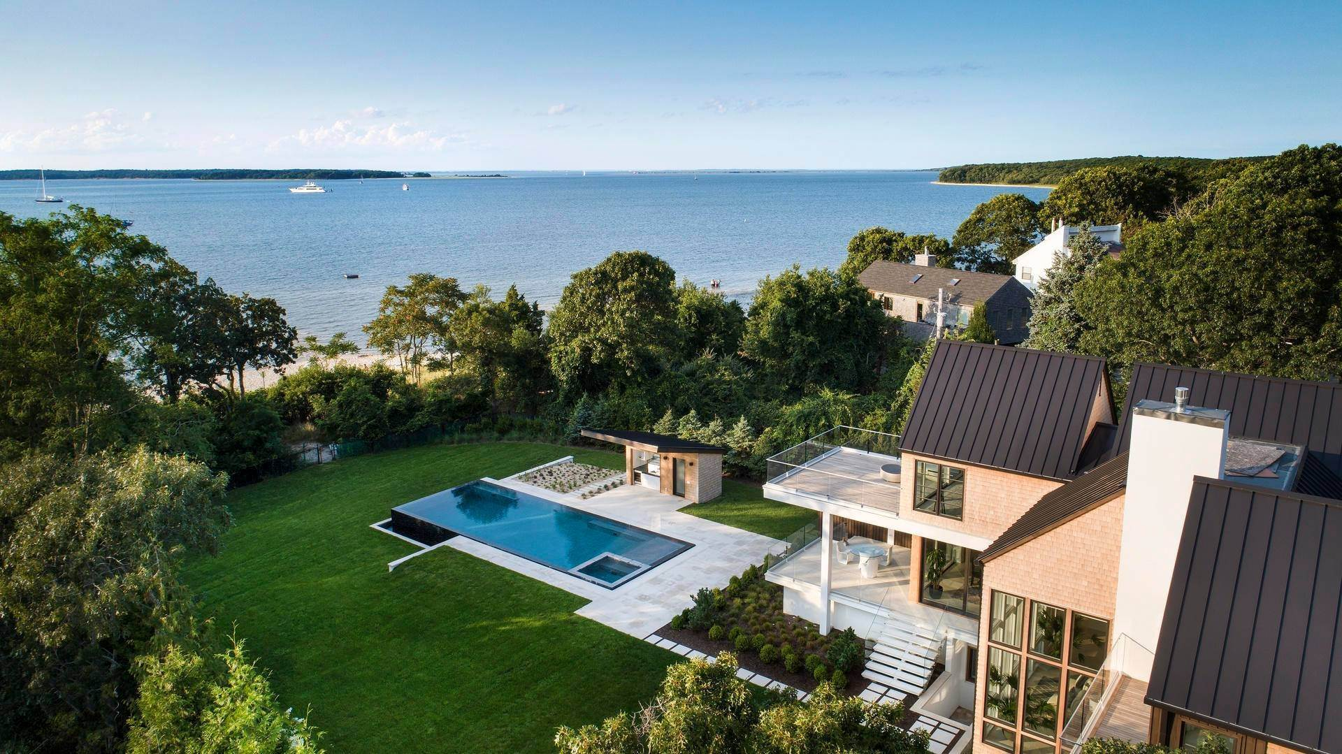 Single Family Home at Summer Or Year-Round Beachfront Rental Sag Harbor, NY 11963
