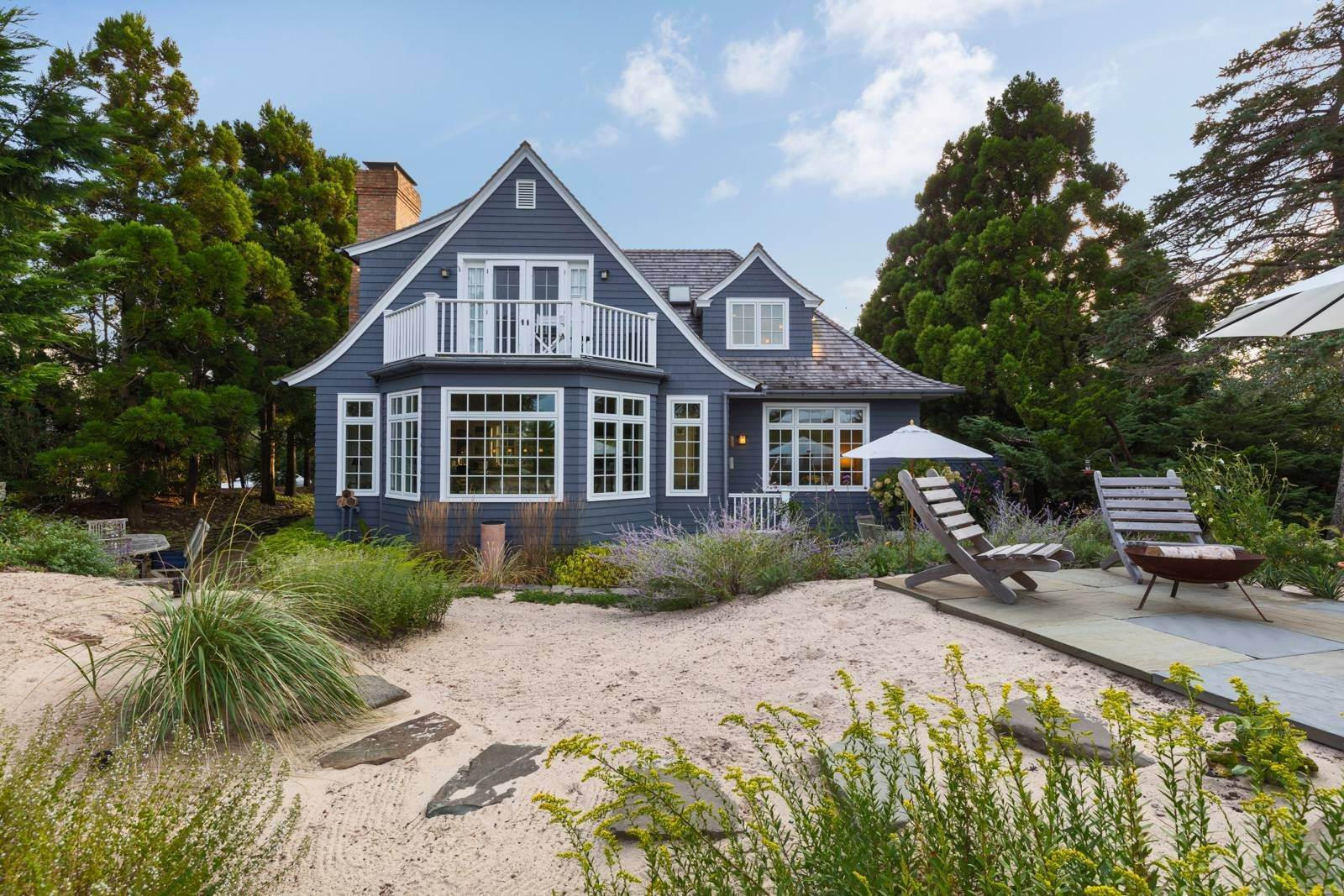 Single Family Home at Pristine Beach House Moments To The Ocean Amagansett, NY 11930