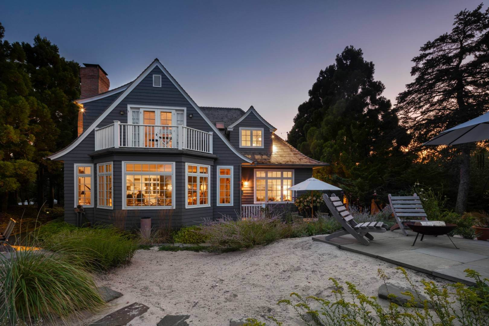 22. Single Family Home at Pristine Beach House Moments To The Ocean Amagansett, NY 11930