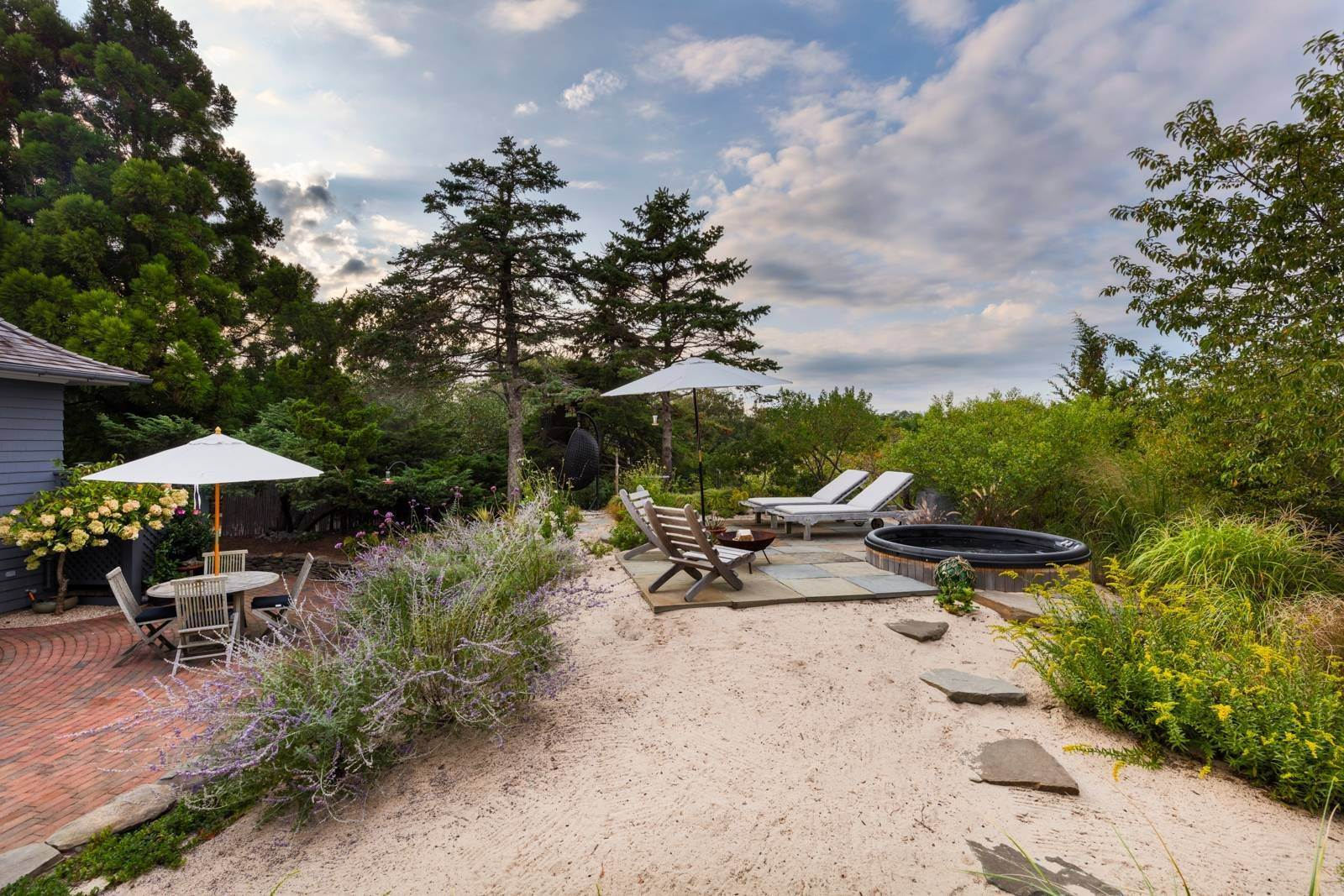 19. Single Family Home at Pristine Beach House Moments To The Ocean Amagansett, NY 11930