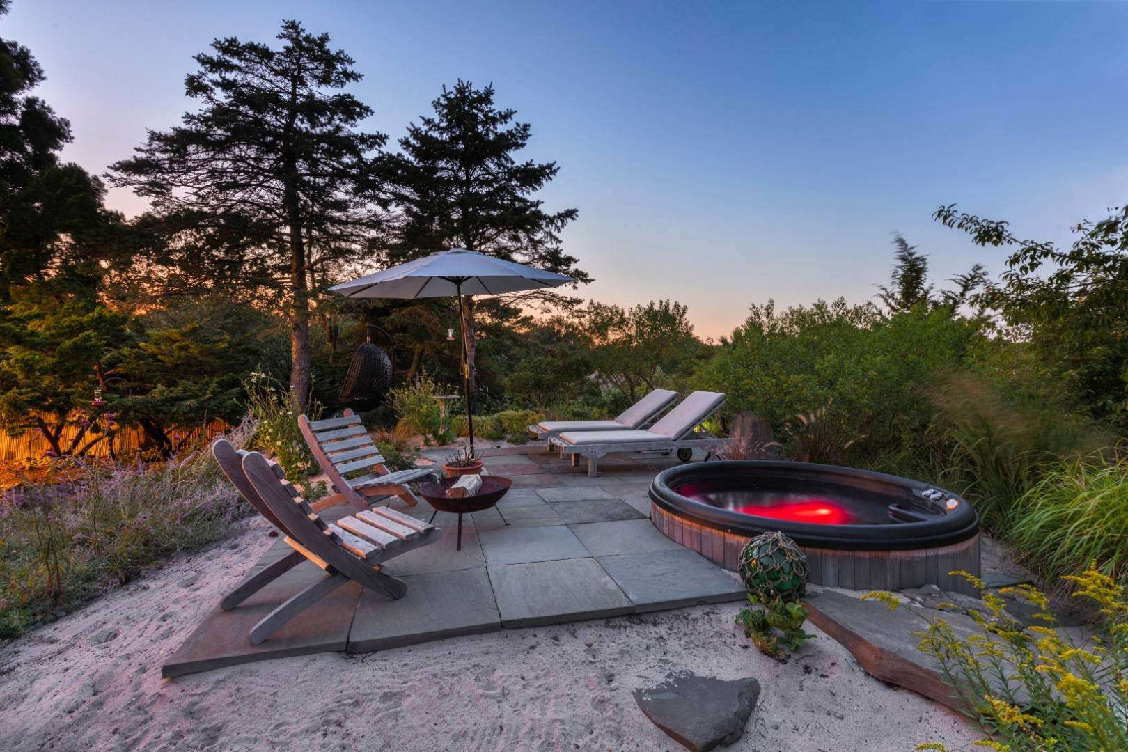 21. Single Family Home at Pristine Beach House Moments To The Ocean Amagansett, NY 11930