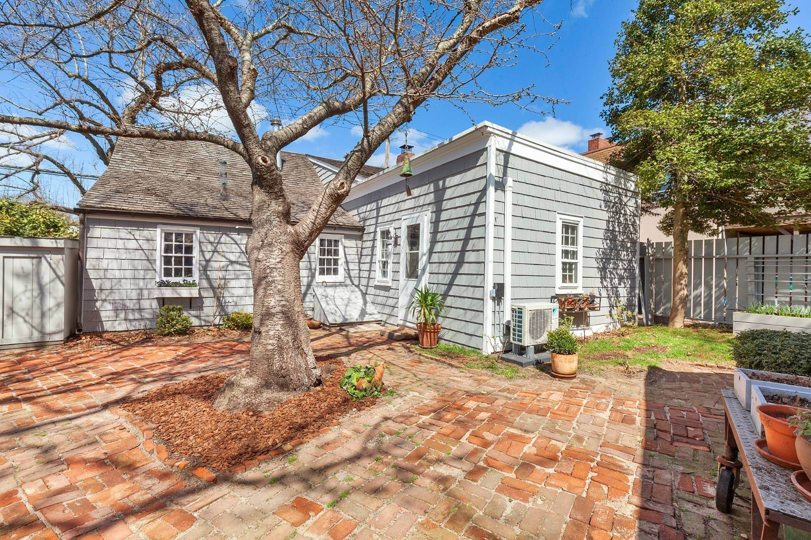 2. Single Family Home for Sale at Sag Harbor, NY 11963