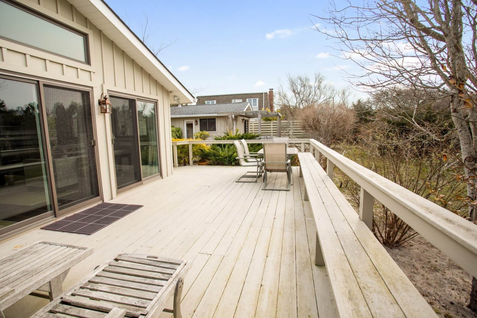 18. Single Family Home at Summer In The Dunes Amagansett, NY 11930