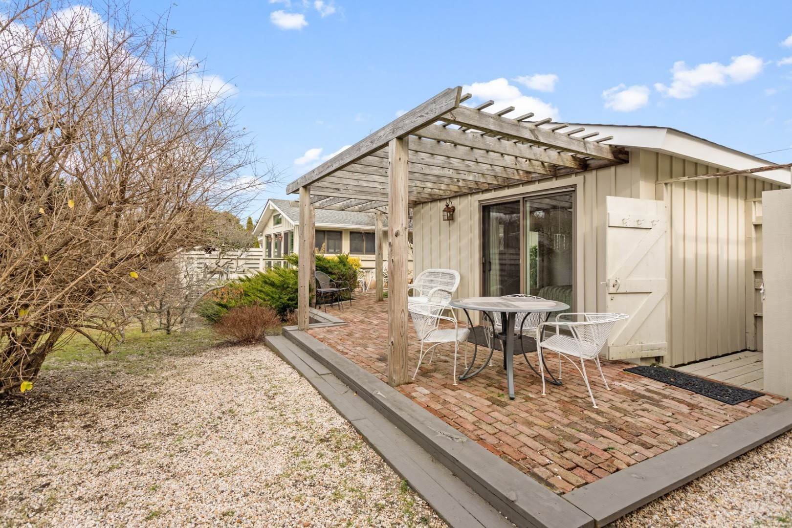 31. Single Family Home at Summer In The Dunes Amagansett, NY 11930