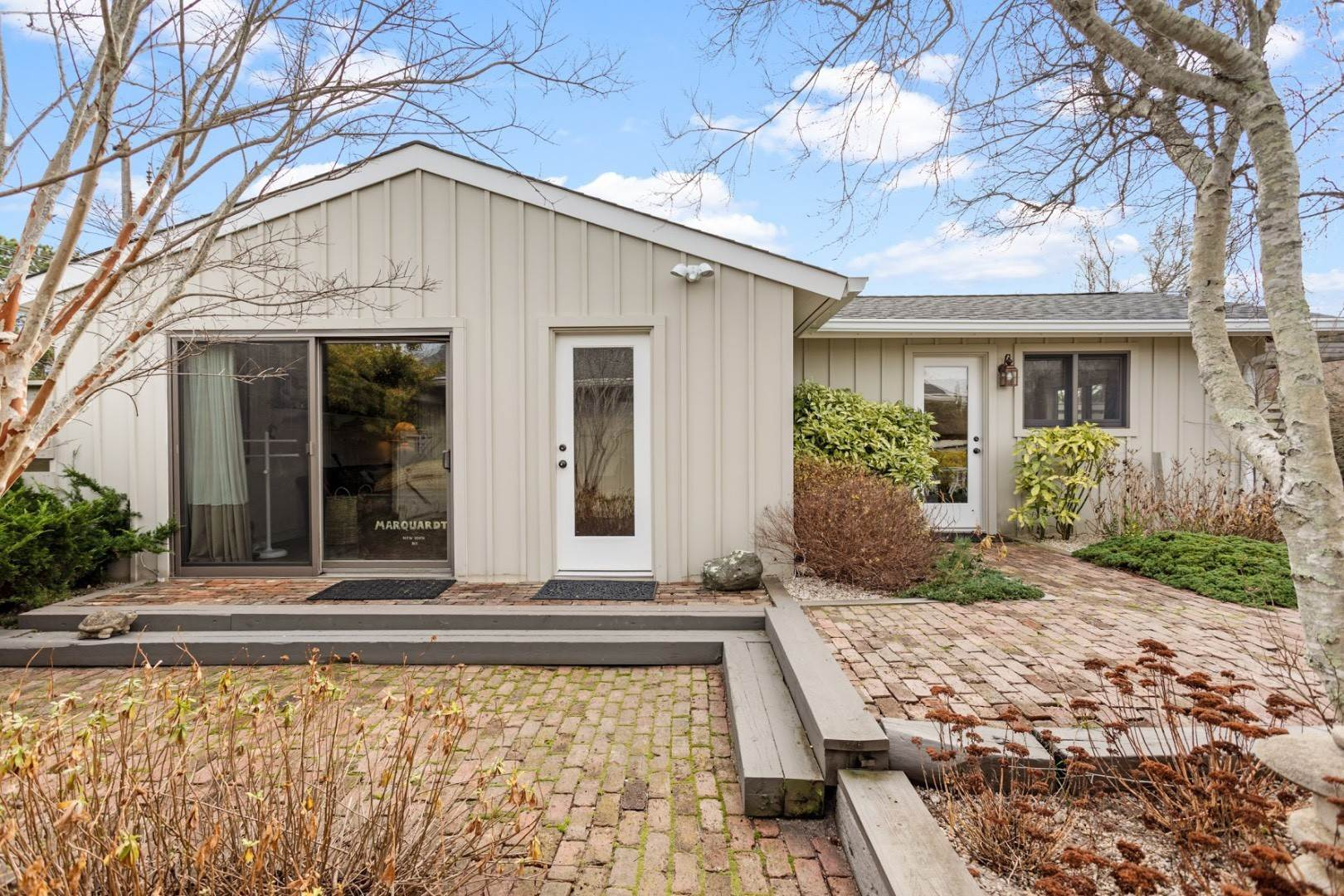23. Single Family Home at Summer In The Dunes Amagansett, NY 11930