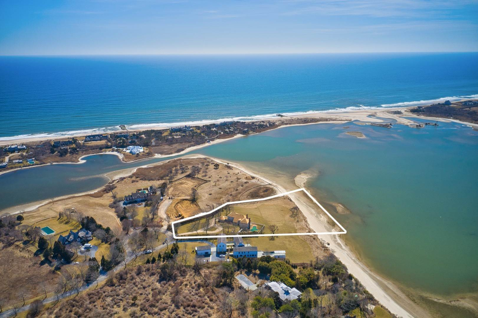 2. Single Family Home at New Renovation On Georgica Pond 24 Chauncey Close Rd, East Hampton, NY 11937