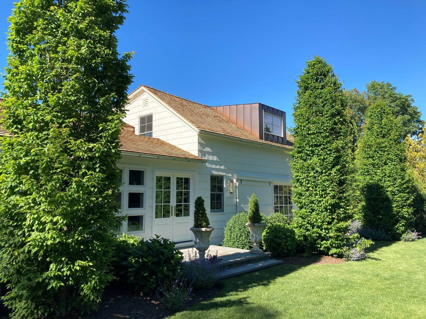 2. Single Family Home at A Beauty Just 2 Miles From Village Southampton, NY 11968