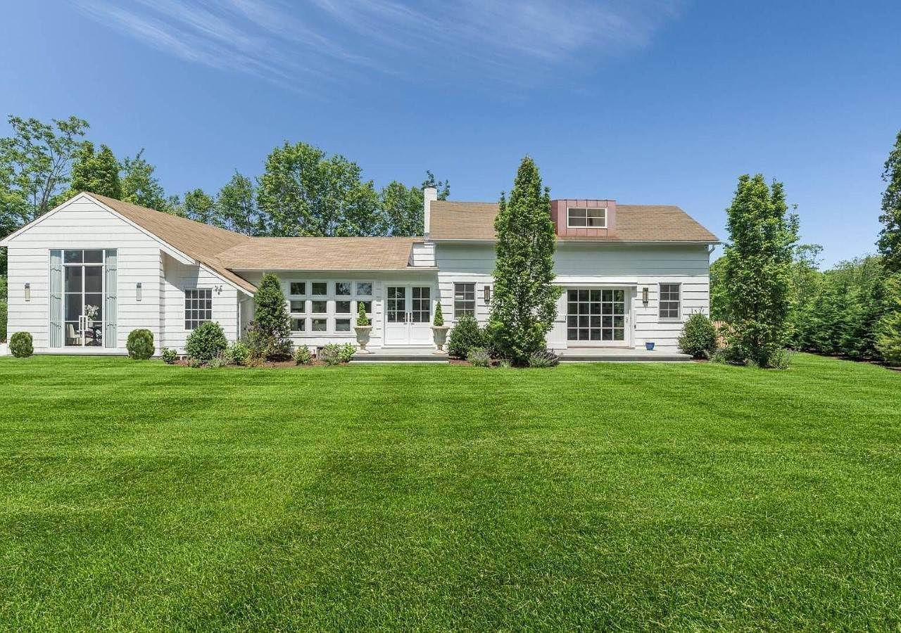 Single Family Home at A Beauty Just 2 Miles From Village Southampton, NY 11968