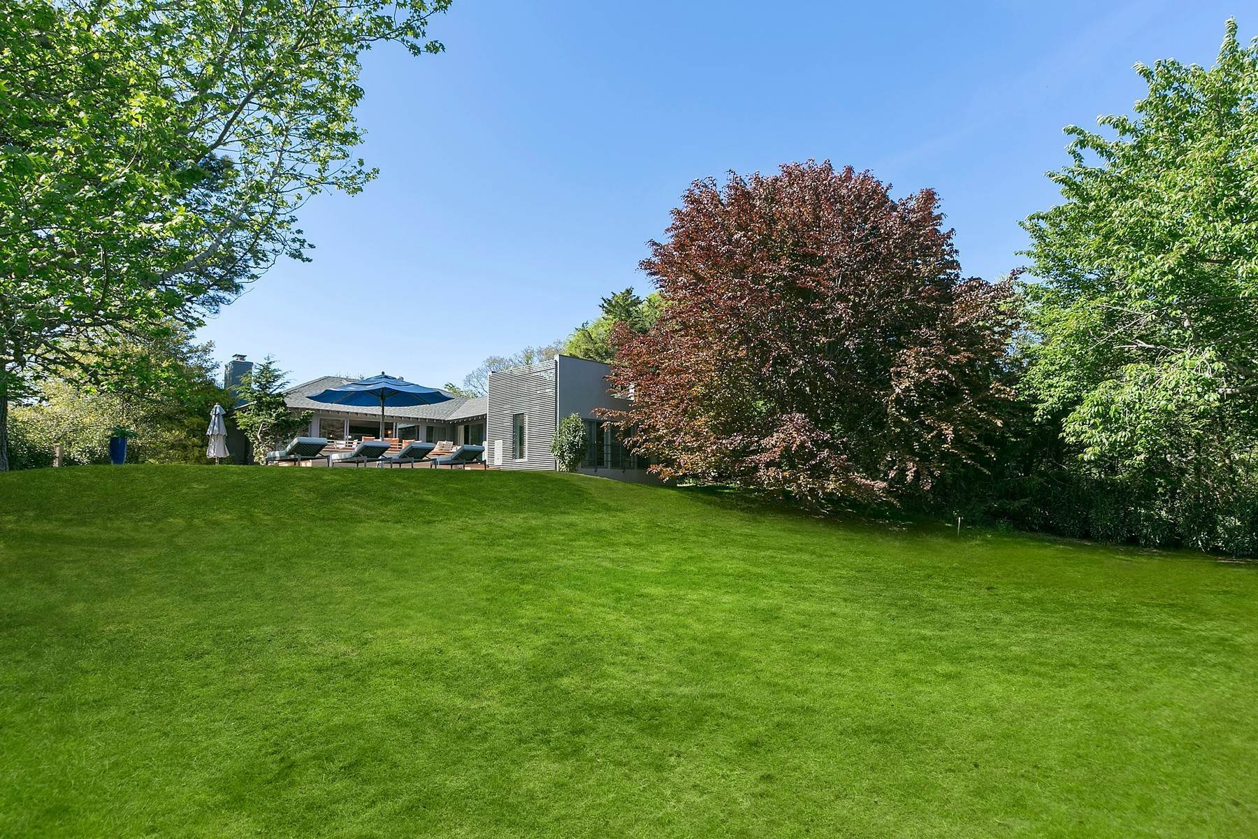 2. Single Family Home at Elegant And Almost Oceanfront Amagansett, NY 11930