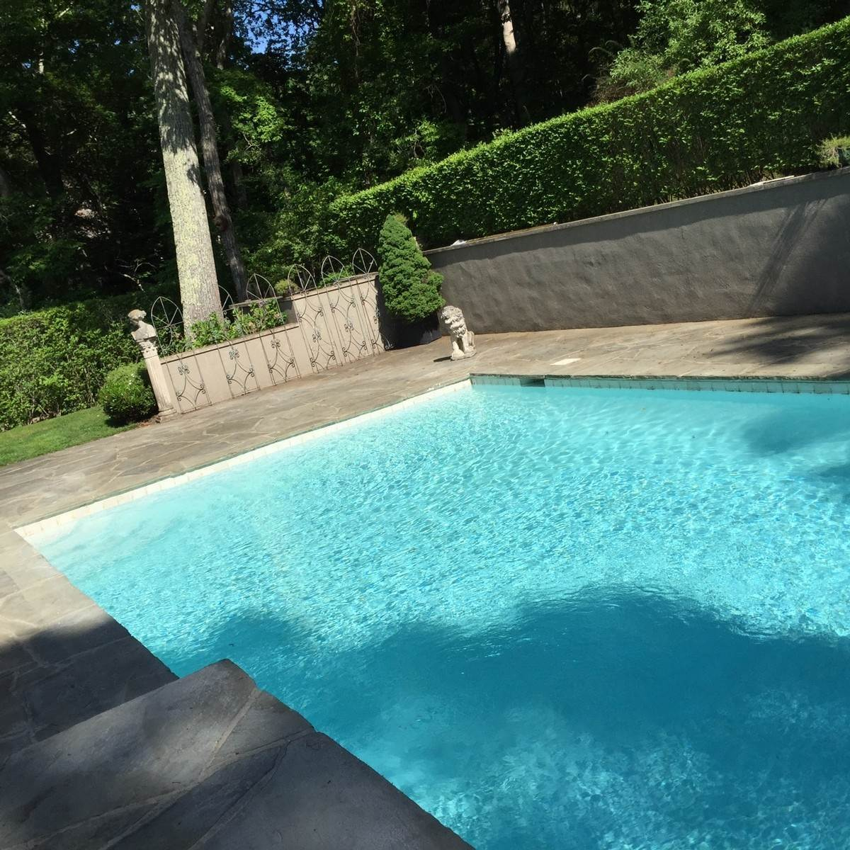 5. Single Family Home at Sag Harbor Tuscan Villa 4 Br W Pool Sag Harbor, NY 11963
