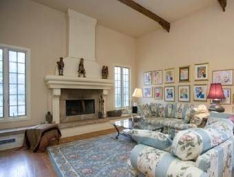16. Single Family Home at Sag Harbor Tuscan Villa 4 Br W Pool Sag Harbor, NY 11963