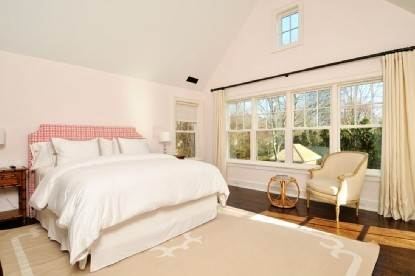 5. Single Family Home at East Hampton Village Area, 5 Bd, Pool East Hampton, NY 11937