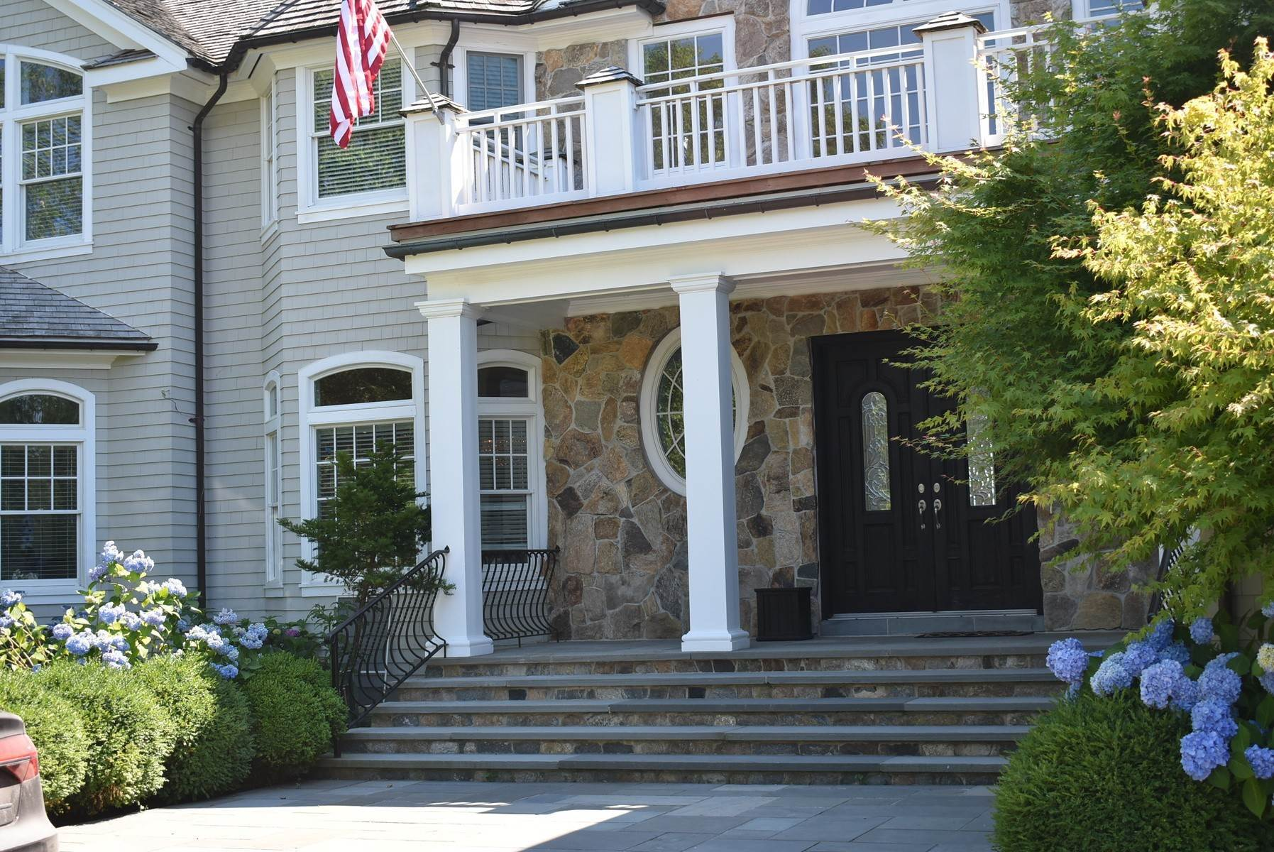 4. Single Family Home at Pond Front South Of The Highway Bridgehampton, NY 11932