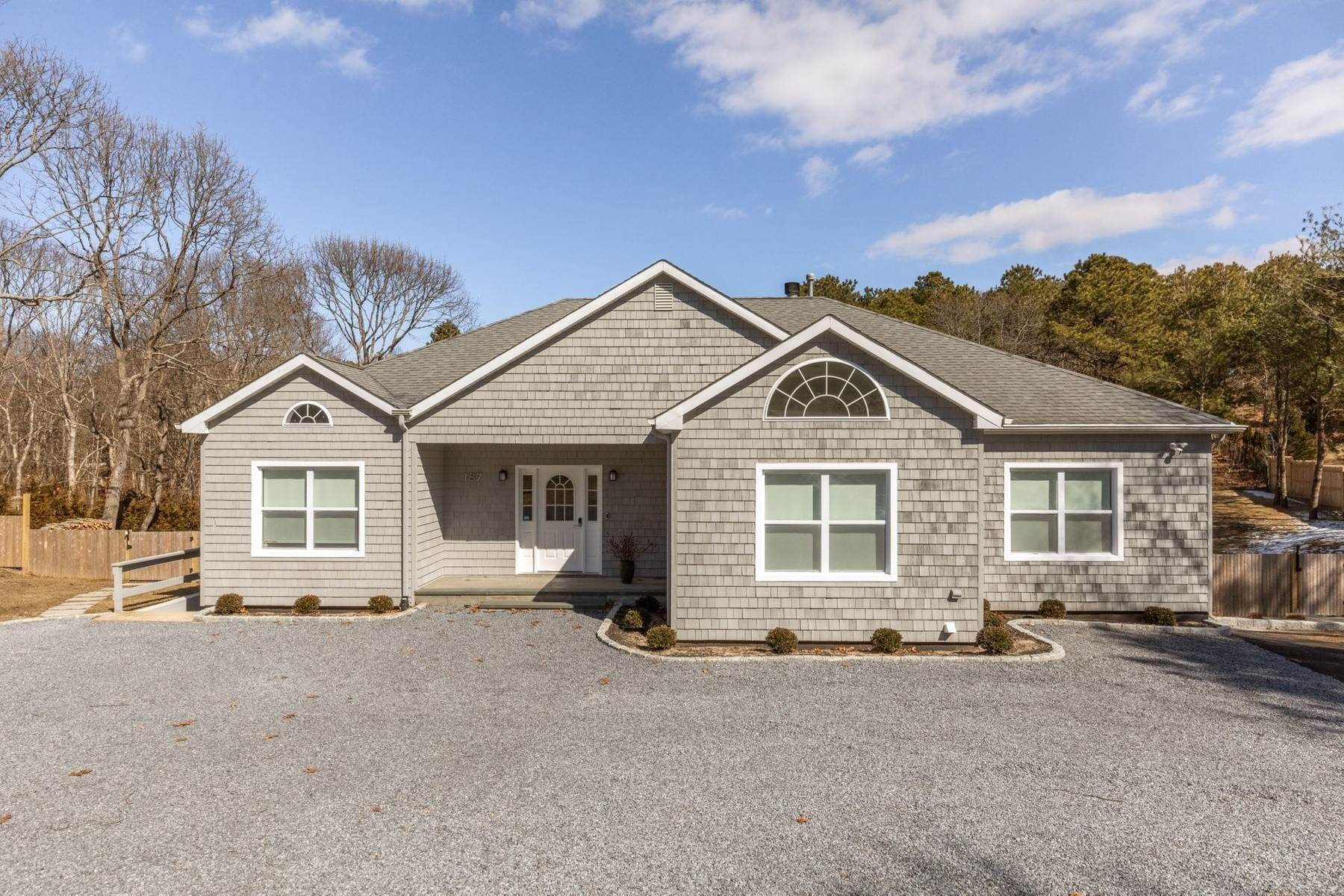 2. Single Family Home at Southampton Southampton, NY 11968